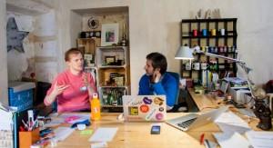 Dos emprendedoreshablan enel espacio COvento